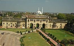 Bara Imambara Second Gateway | Image Resource : wikipedia.org