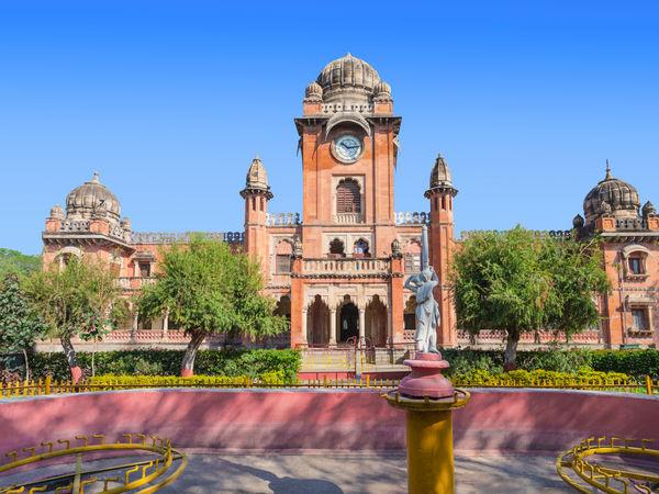 mahatma-gandhi-town-hall-in-indore