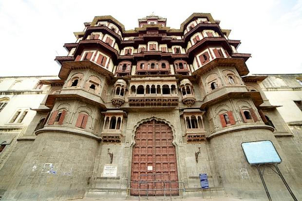 rajwada-palace-entrance