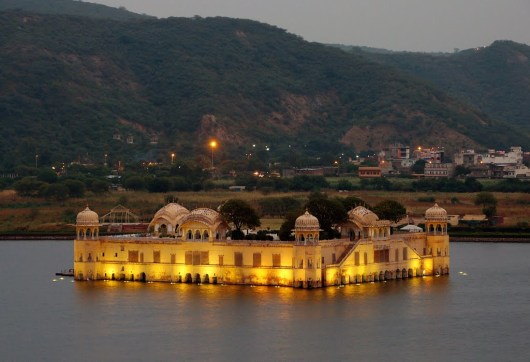 jal-mahal-night-time